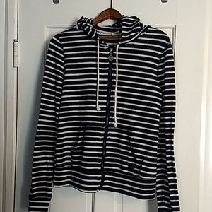 Long-sleeved, zippered and hooded striped shirt